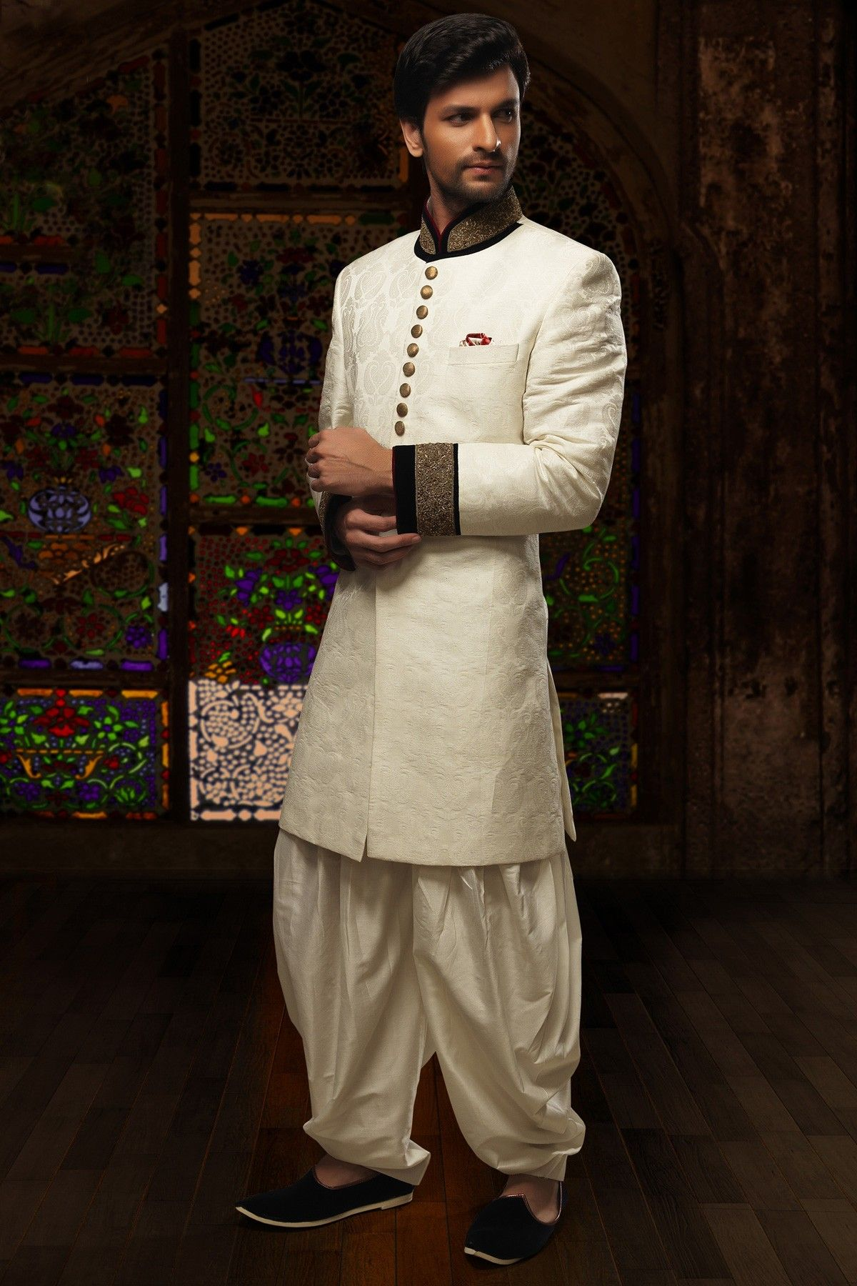Give a rich and mesmerizing look on your wedding with this