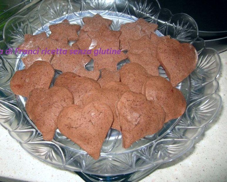 Biscotti al cioccolato senza glutine ripieni di marmellata
