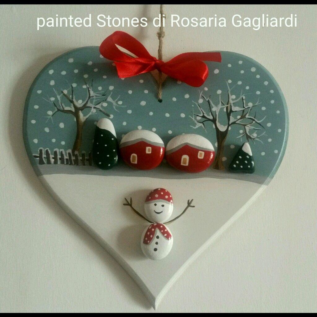 Dipingere Sassi Per Natale cuore in legno decorato con sassolini dipinti