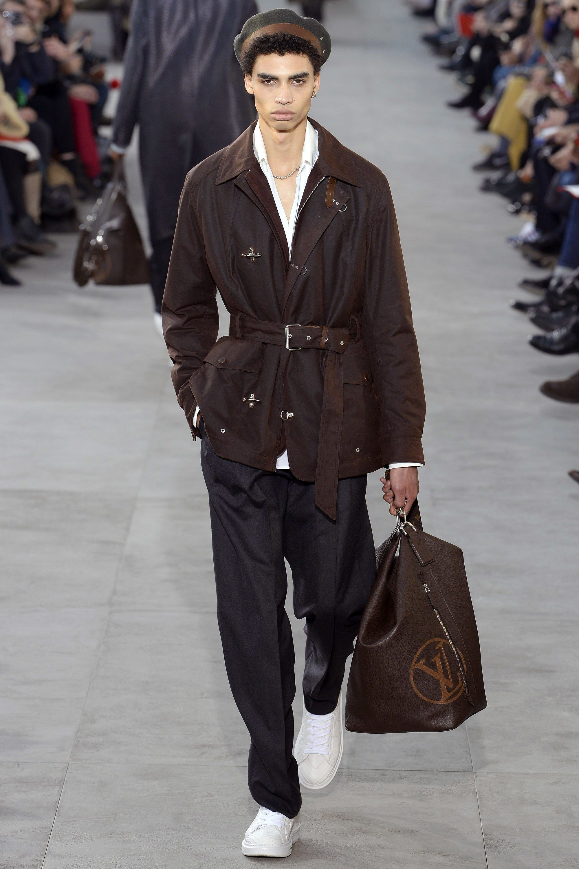Louis Vuitton Fall 2017 Menswear Collection Photos - Vogue c006aa53f7d1e