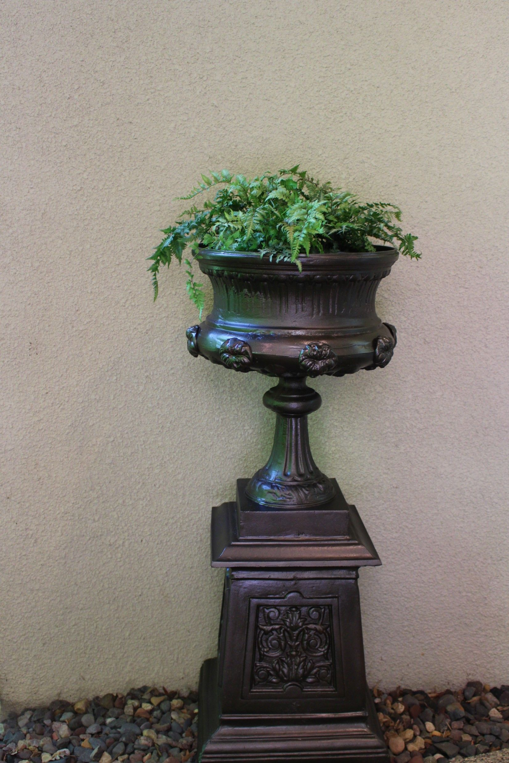 home product overstock christopher light brown today urn shipping garden by planter free roman knight urns inch