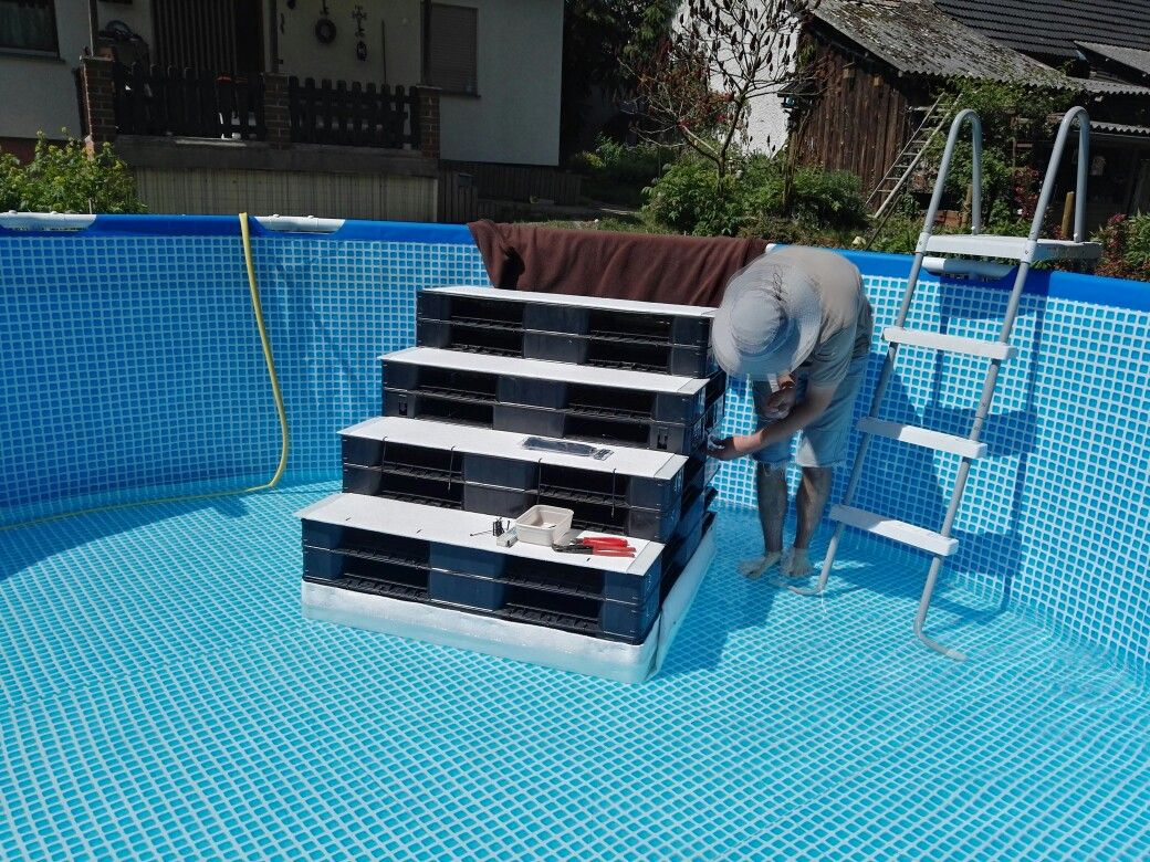 above pool pool treppe pool stairs dog stairs dog ramp hundetreppe into the swimming pool. Black Bedroom Furniture Sets. Home Design Ideas