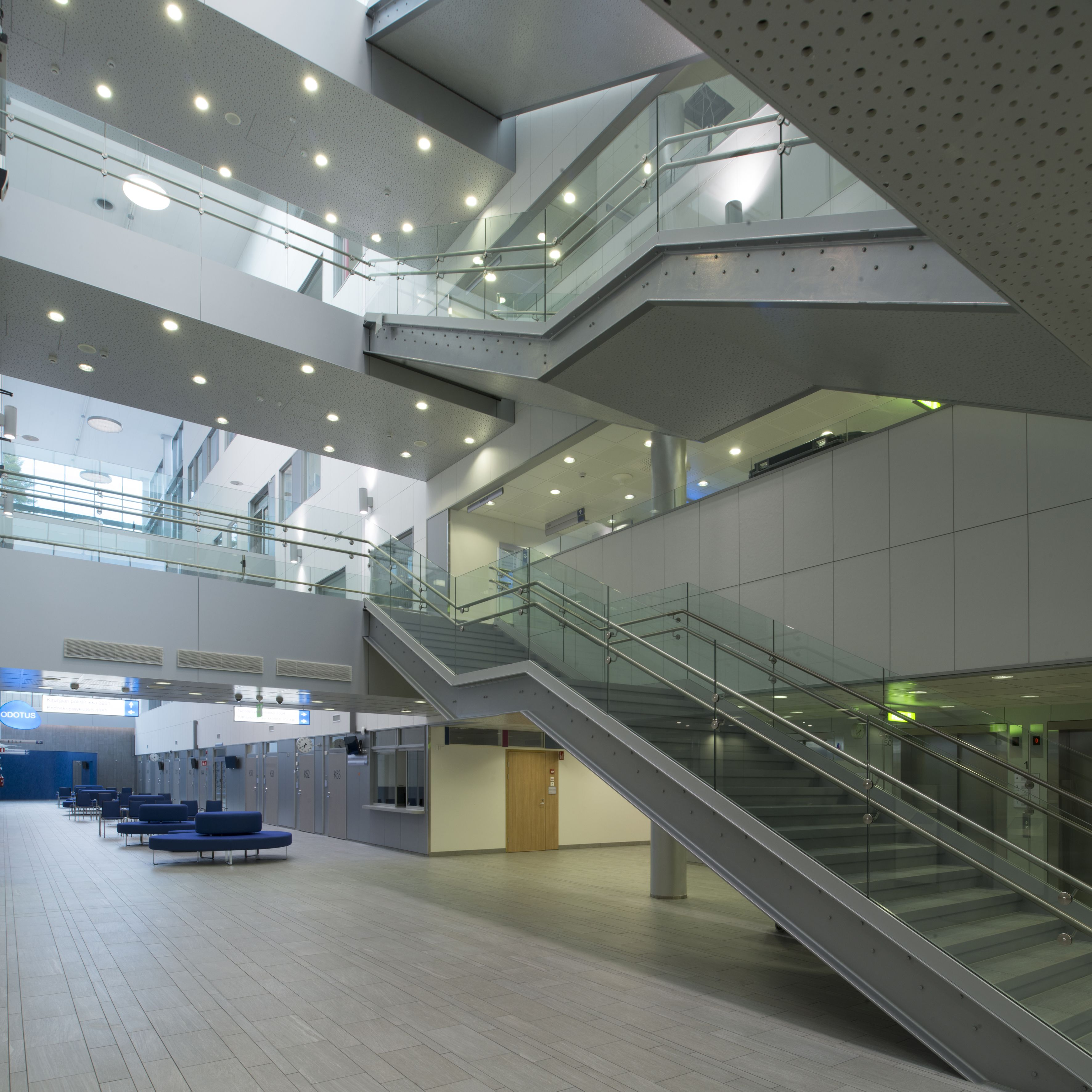 Steelpro:n yksi viimeisimpiä valmistuneita kokonaisuuksia, kuvassa Puijon Sairaalan aulatila.  #habitare2015 #design #sisustus #messut #helsinki #messukeskus