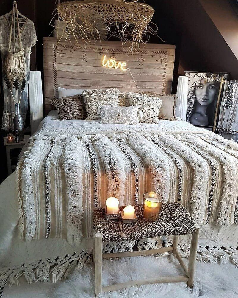 This bohemian hippie bedroom is about white from design to furniture arrangement Decorations are in general be gathered in formal courses of action This bohemian hippie b...