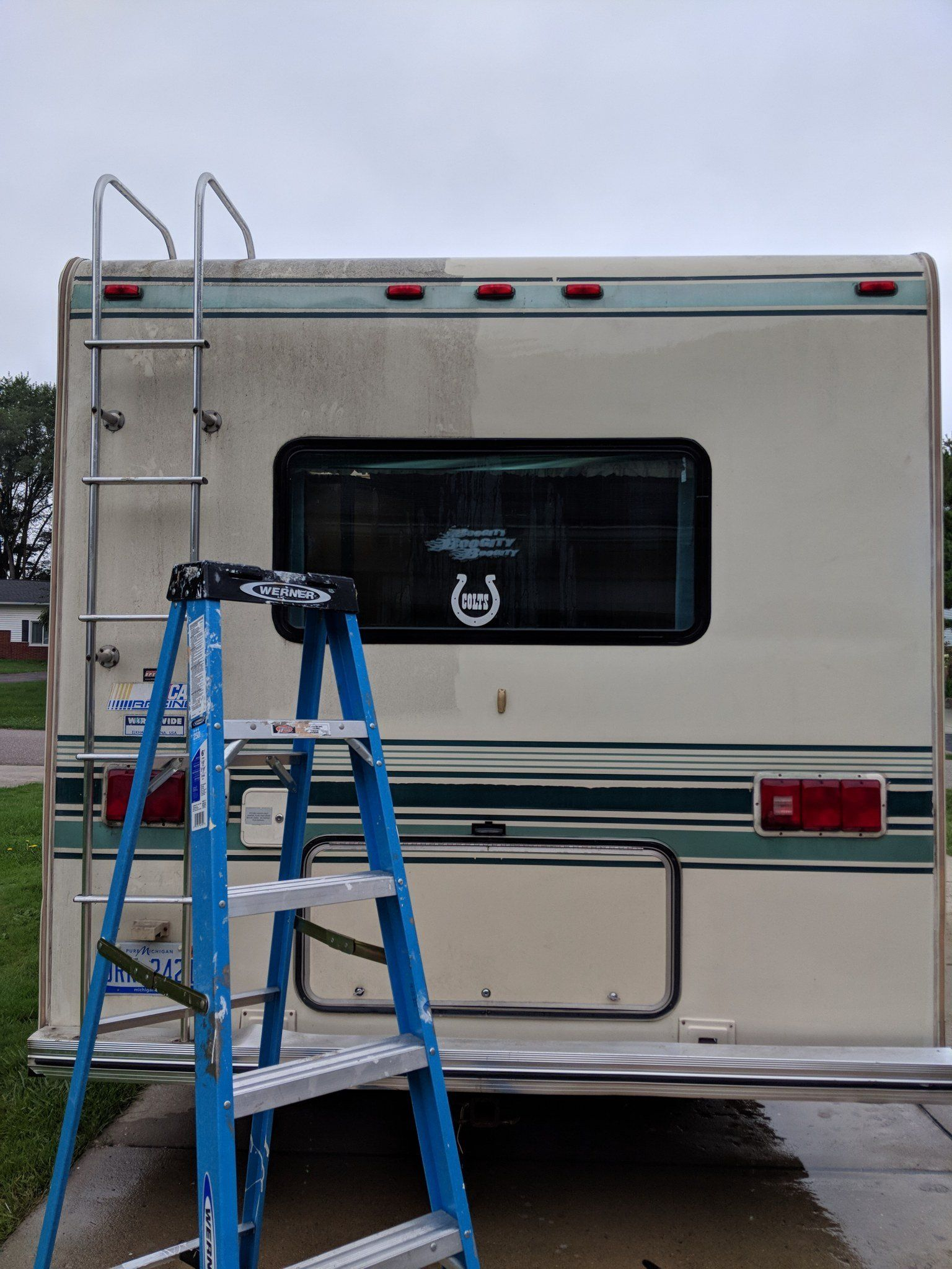 How to Paint the Exterior of a Camping Trailer or RV is part of Camper trailer remodel, Camping trailer, Paint rv, Rv exterior, Camper makeover, Camper trailers - I've painted the exterior of multiple campers  from a vintage trailer to a 90's RV  I'll share what technique I use and how well it has held up!
