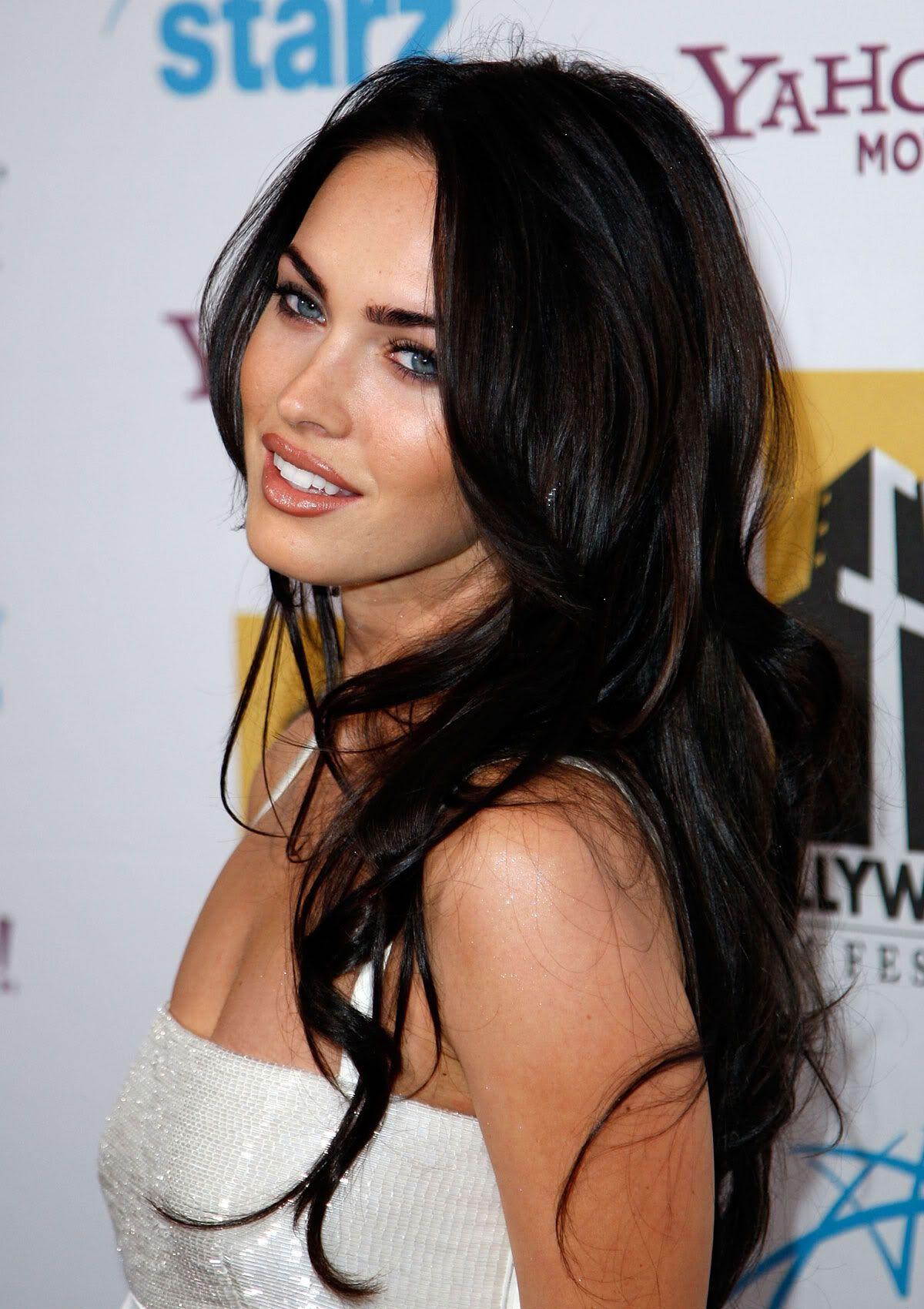 Best Megan Fox Hairstyles Our Top 10 Megan Fox Hair Dark Hair Blue Eyes Hair Styles