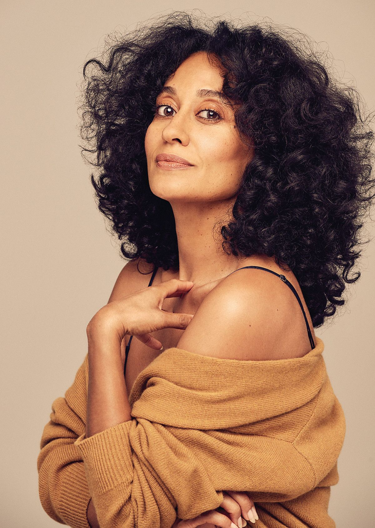 "debb185c3ec2 Why Black-ish s Tracee Ellis Ross Loves Her ""Frizz"""