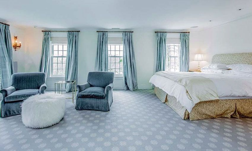 Large Contemporary Bedroom With Sitting Area And Flowing Blue Curtains Blue Carpet And White Walls White Bedroom Design Blue Carpet Blue Bedding