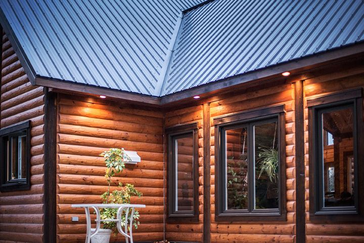 This Is The Best Different And Contrasting Stain Colors Look Absolutely Fantastic Very Classy Log Log Homes Exterior Cabin Exterior Colors Log Cabin Exterior