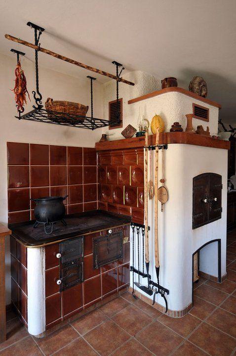 представленная сайте, фото печки по среди кухни кошек