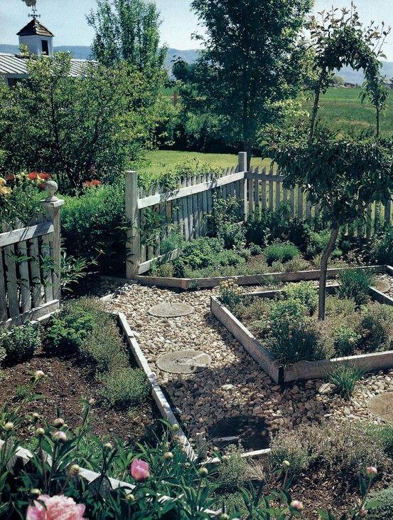 Colonial Style Garden