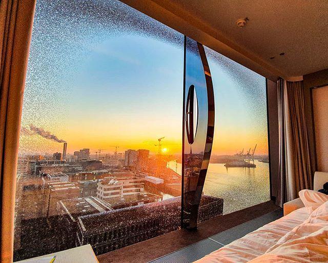 Guten Morgen Hamburg Hamburg Sonnenaufgang Elbphilharmonie Westinhamburg Urlaub Igershamburg Hotel Hafencity Ig Hamburg Luxus Hotelzimmer Aussicht In 2020
