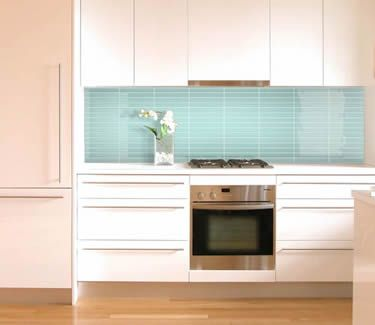 Kitchen splashback with matrix tile turquoise format 13 for Splashback tiles kitchen ideas