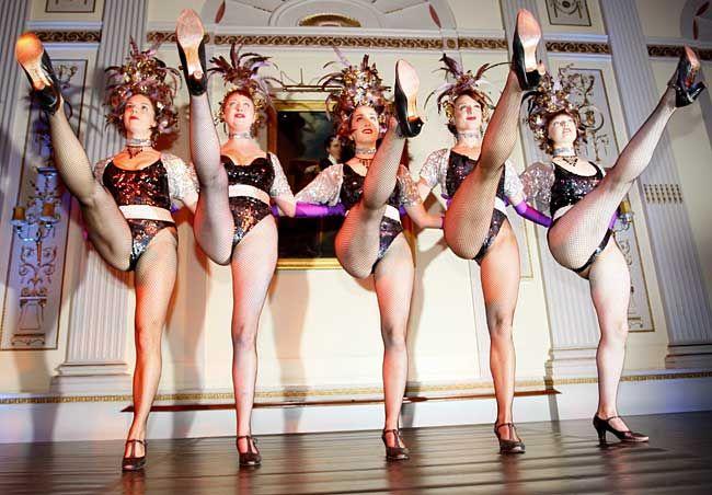 все танцы голых волосатых баб это просто