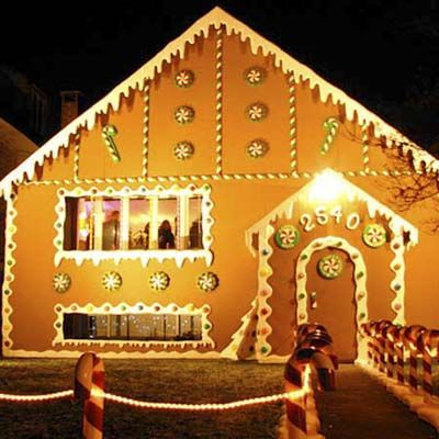 World S Wildest Holiday House Displays Christmas Gingerbread House Christmas Stage Candy House