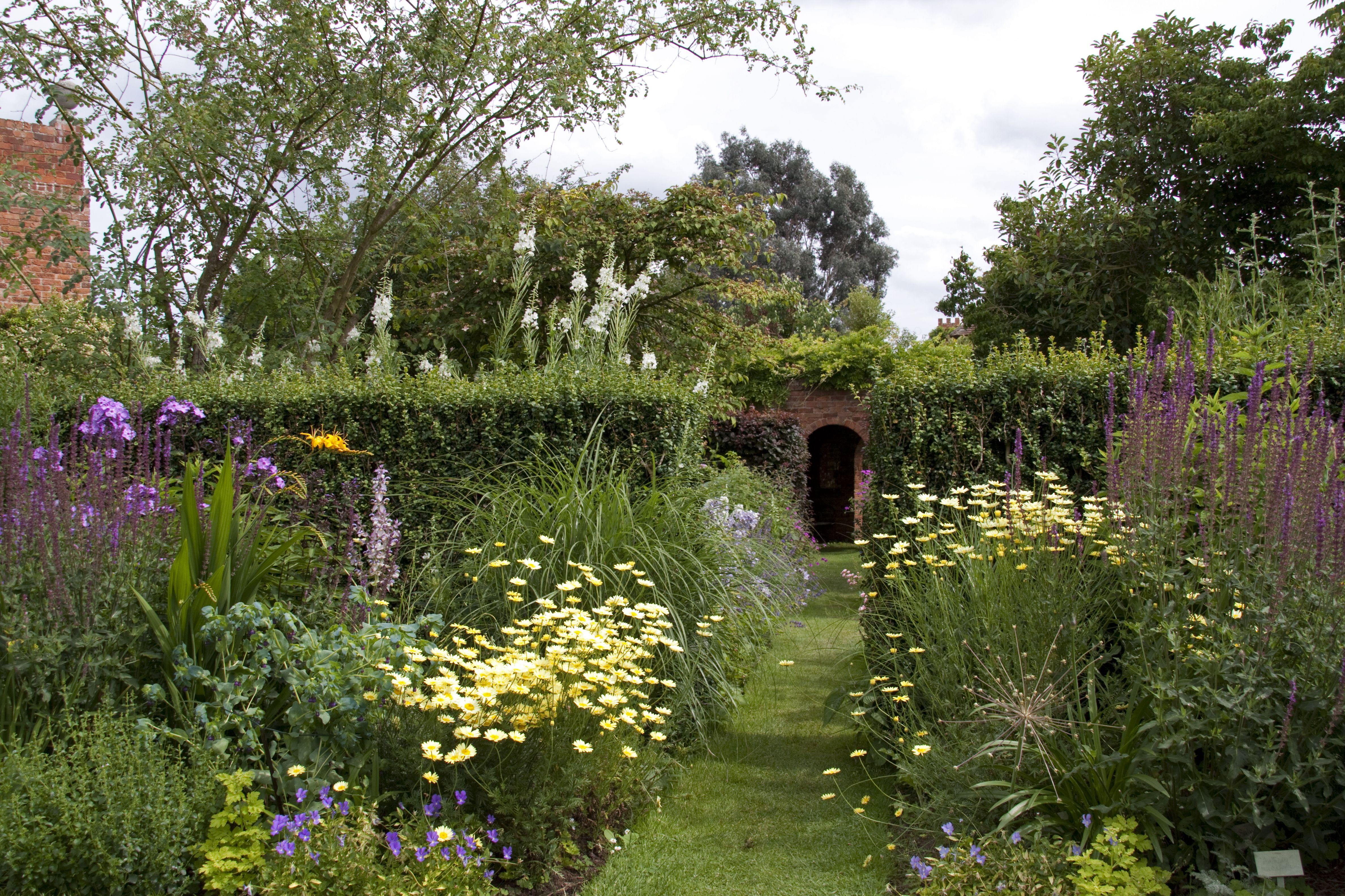 cottage garden photos - Google-haku | Jardín de casa de ...