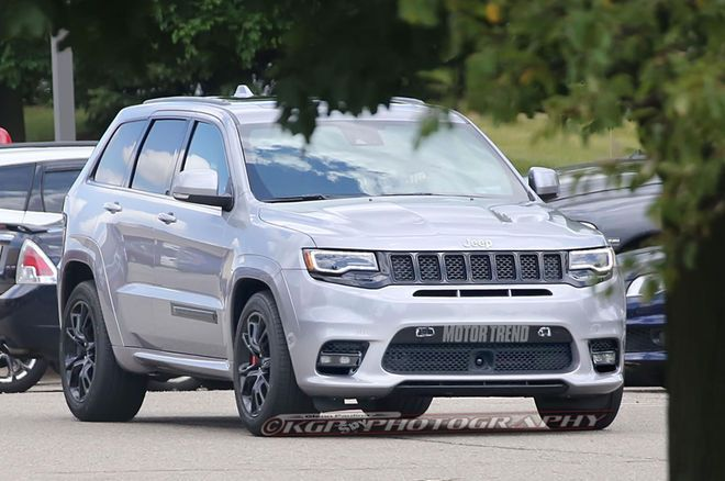 Spied 2018 Jeep Grand Cherokee Trackhawk In The Buff Jeep Grand Jeep Grand Cherokee Jeep
