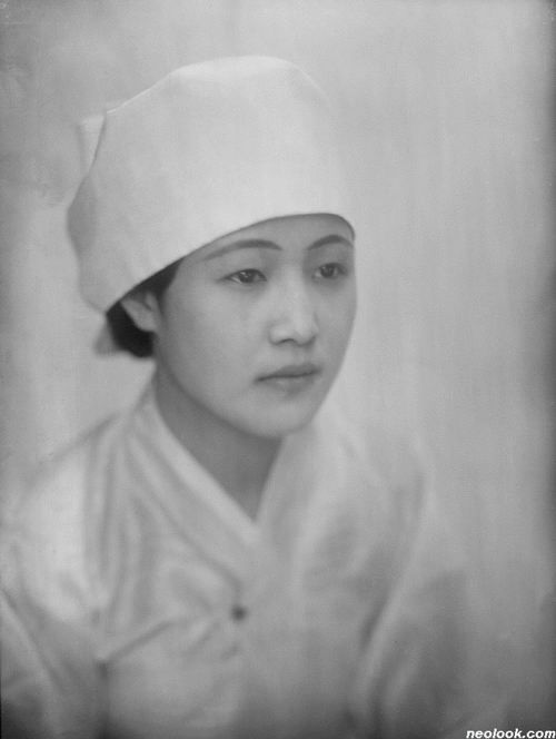 Photo by Jung, Haechang, 1928, A woman with white head cloth