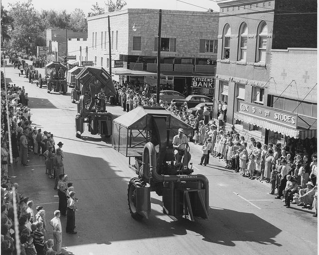 Parade In Dexter Mo Msa Vintage Photographs Dexter Places To Go
