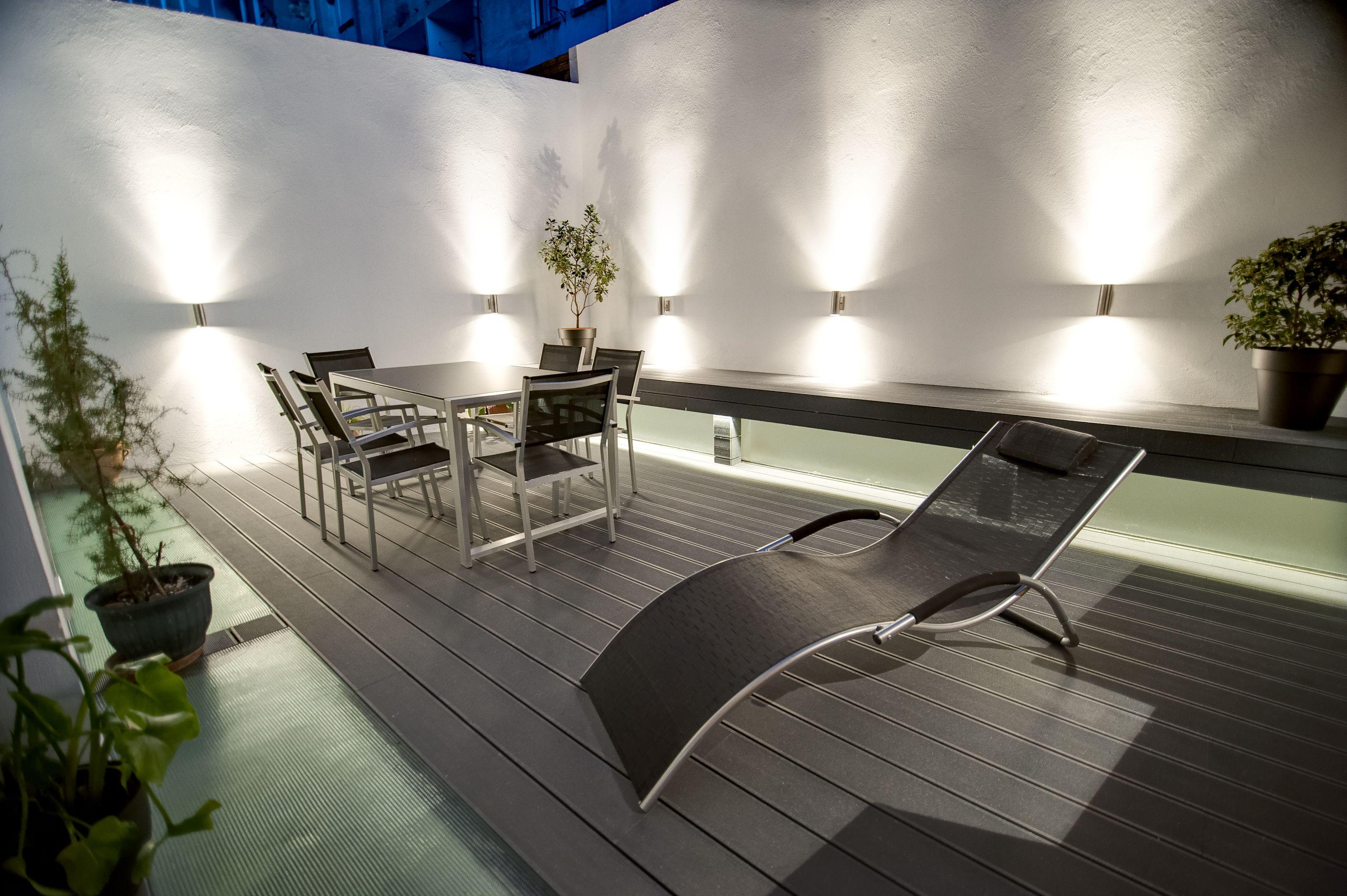 Reforma loft minimalista con piscina interior la terraza for Casa minimalista con alberca
