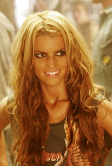 Go easy on the eyeliner and the spray tan, but apart from that I like it. #jessicasimpsonhair