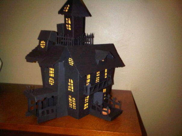 Pingl par aline catherine sur paper toys maison en carton halloween et carton - Gabarit maison en carton ...