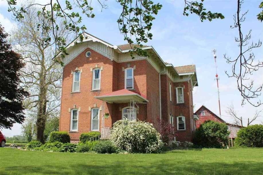 Built In 1883 This 5 Bedroom 2 Bathroom House Is One Of