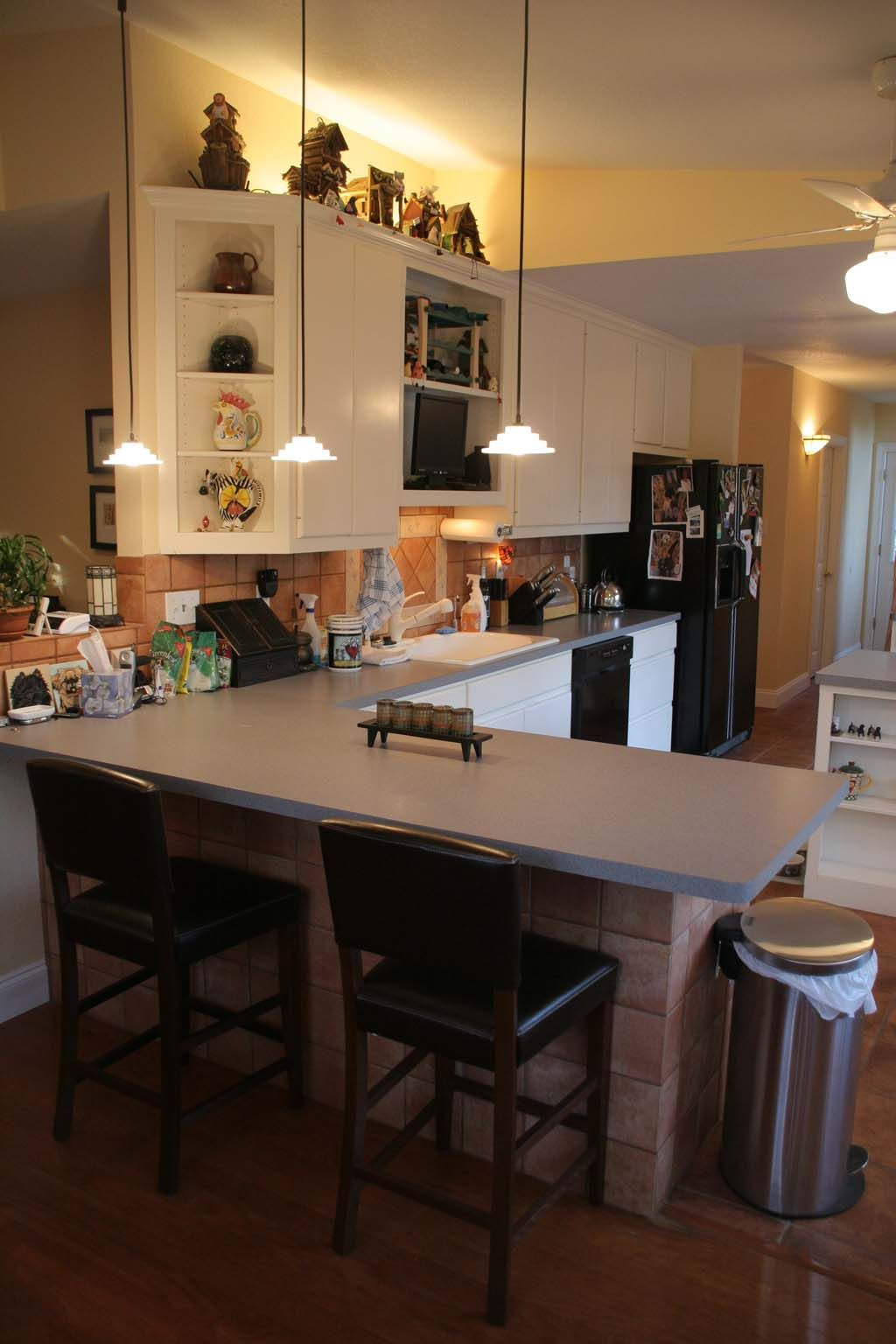 Kitchen / Breakfast Bar