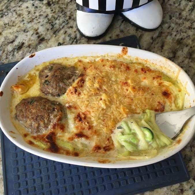 Delicias low carb: Spaguetti de Abobrinha com molho de queijo... Sabor resturante Italiano!!!