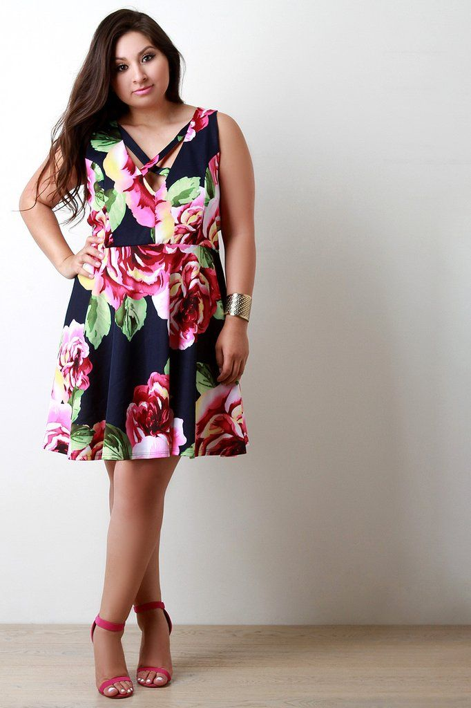 This plus size dress features a floral print pattern, v-neckline with crisscrossing straps detail, sleeveless fit, and flared skirt. Finished with a midi-length hemline. Accessories sold separately. M