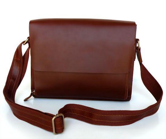 Caroline' Leather Messenger Bag
