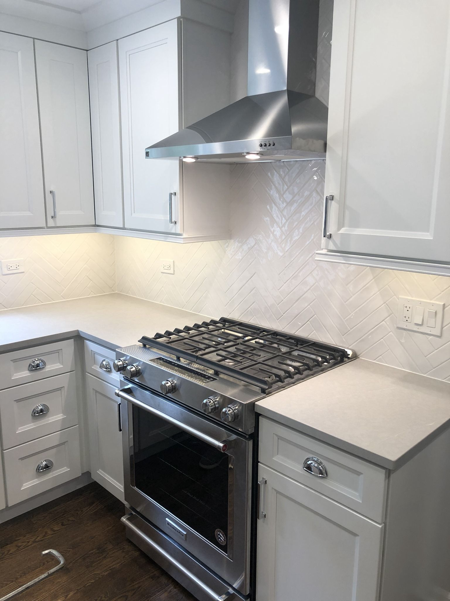 Lakeview, Chicago Crisp Clean Remodel! White shaker ...