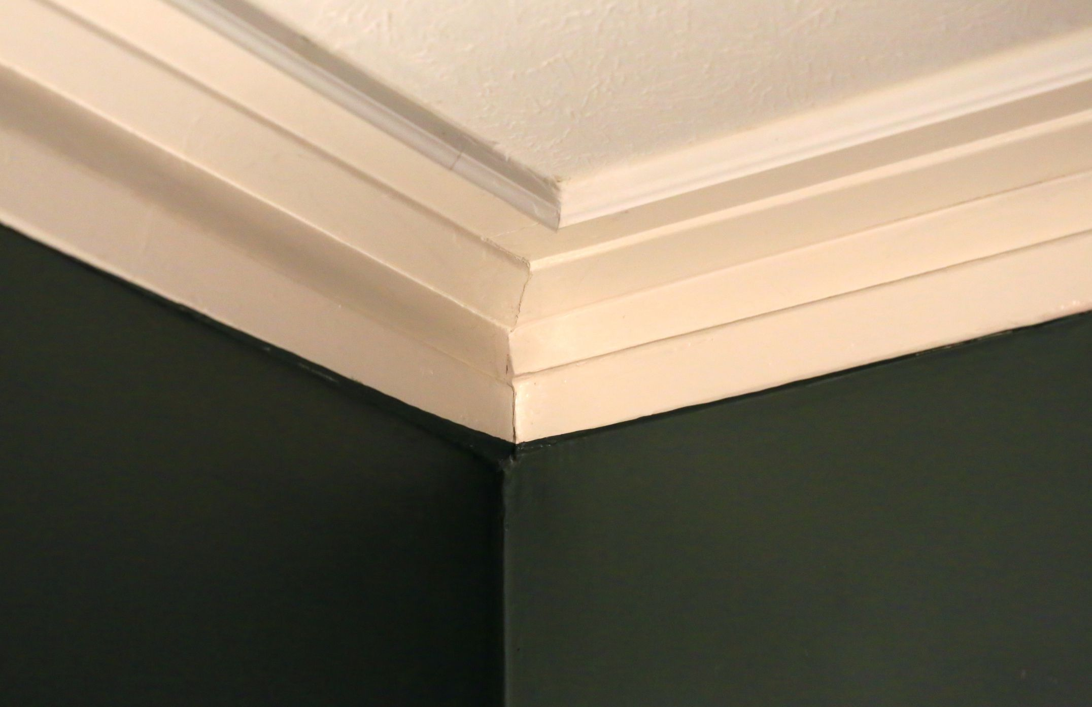 5 Crown Molding Ideas For Your Home Wall Trim Kitchen Cabinet Crown Molding Dark Kitchen Cabinets