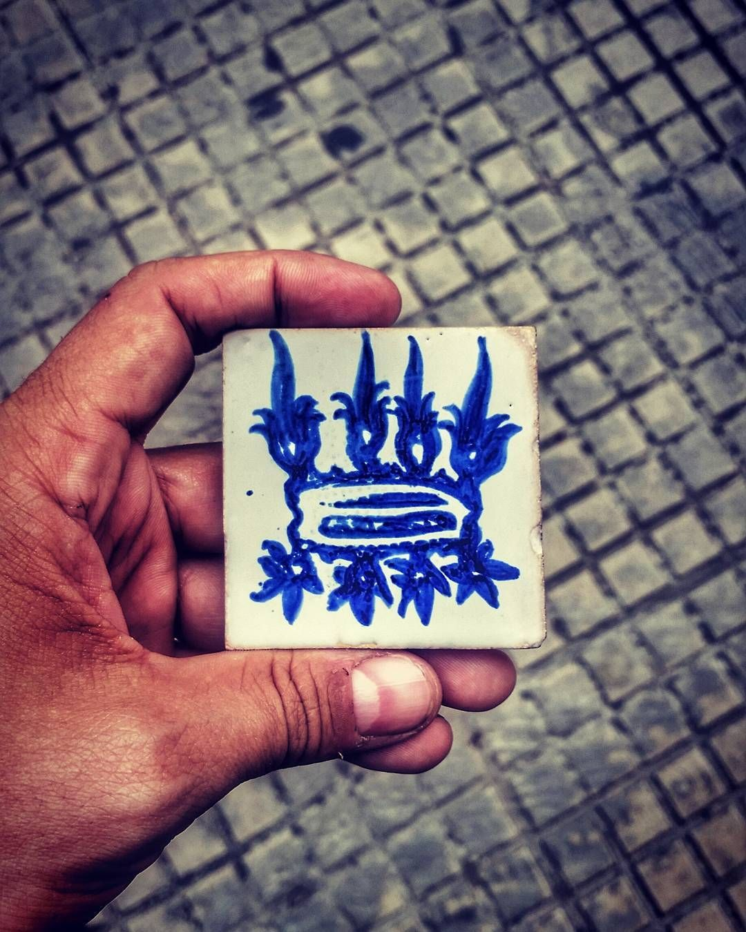 My journey into the world of the #Borgias started with this tile... It led me to the Ducal palace of #Gandia the home of the Borgias for 3 centuries... Can you guess what the symbol on the tile represents?  #ValenciaChallenge #ValenciaTurisme