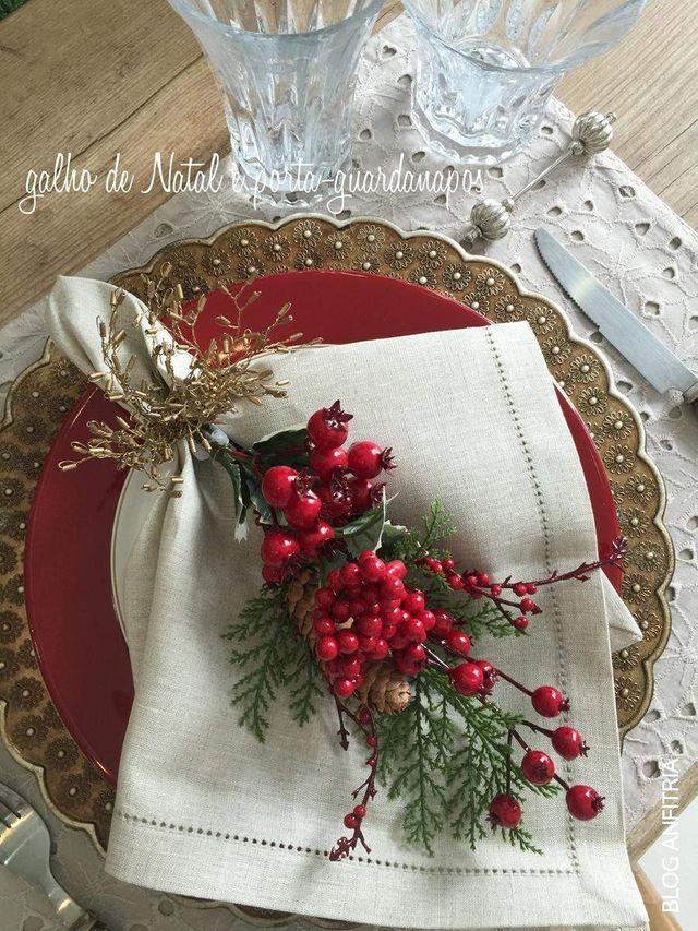 Queridas Leitoras, fiz três composições para vocês pensando no Natal. Podemos adaptar cada uma para o que tivermos disponível em casa, ou para quem desejar, também temos as mesas prontas com diver