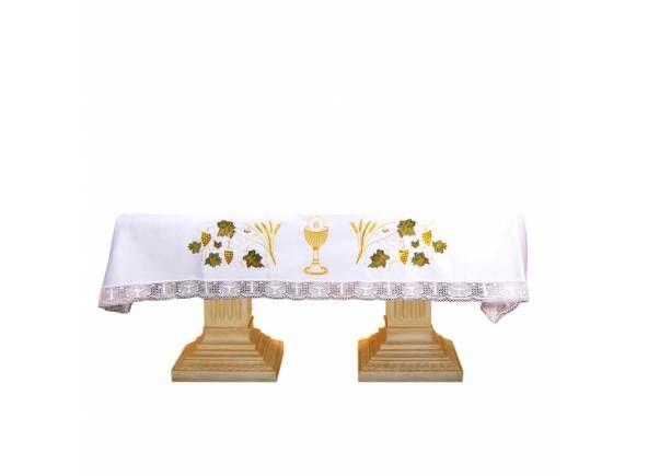 Mantel para mesa de altar con parte frontal y laterales bordados con un cáliz, la Sagrada Hostia, trigo y uvas. Ornamento litúrgico a la venta en tres tamaños de largo 200 cm, 250 cm. y 300 cm. Disponible desde 110 € / Altar Cloth with golden chalice, grapes and ears of wheat (1/3) http://www.articulosreligiososbrabander.es/mantel-de-altar-con-caliz-hostia-trigo-y-uvas-bordadas.html #Mantel #MantelAltar #MantelLitúrgico #Altar #AltarCloth #Mass