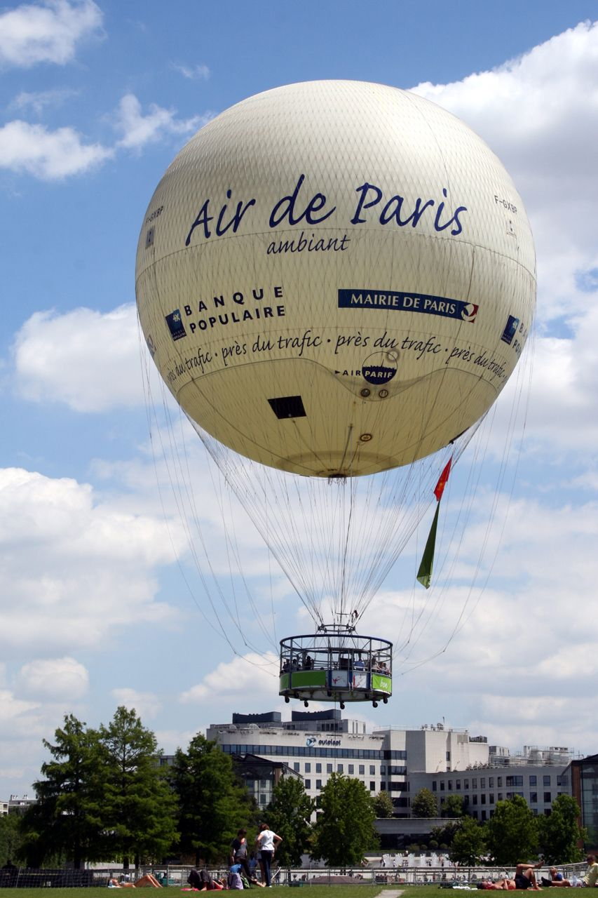 Paris has the world\'s largest tethered hot air balloon in the Parc ...