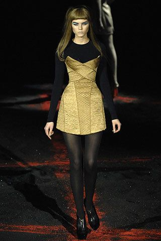 Alexander McQueen Fall 2007 Ready-to-Wear Fashion Show - Maryna Linchuk