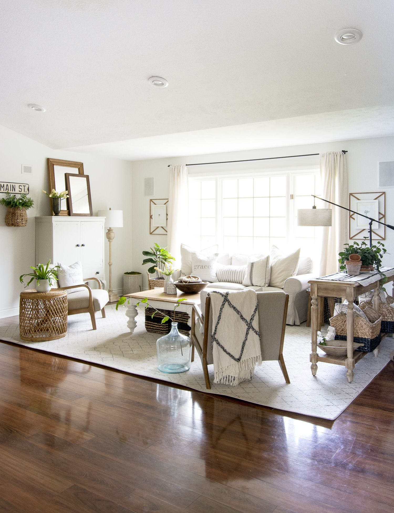 How To Get The Modern Farmhouse Living Room Look Modern