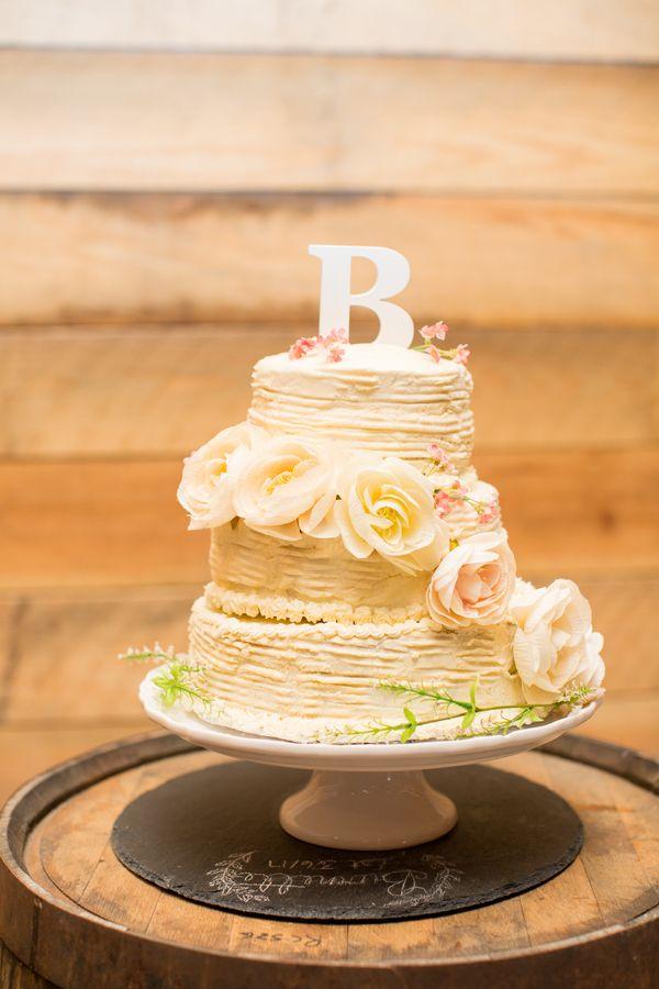 A Pastel Barn Wedding at Southerlyn Farms, SC | Wedding cake, Rustic ...