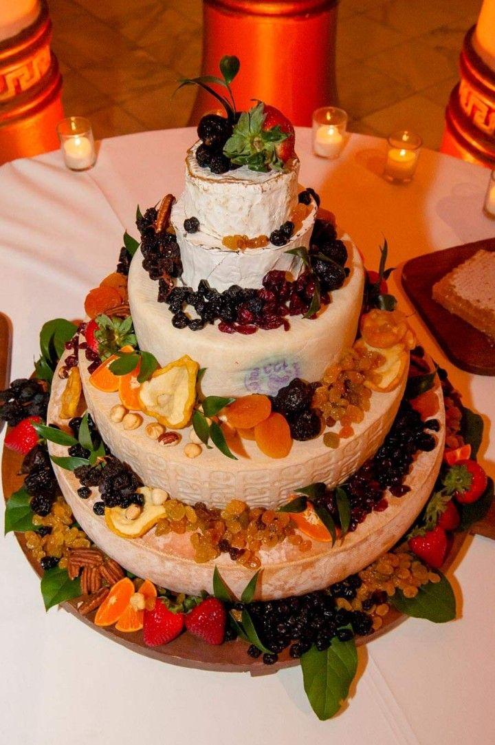 wedding cake idea; Photo: A' LaVie Photography