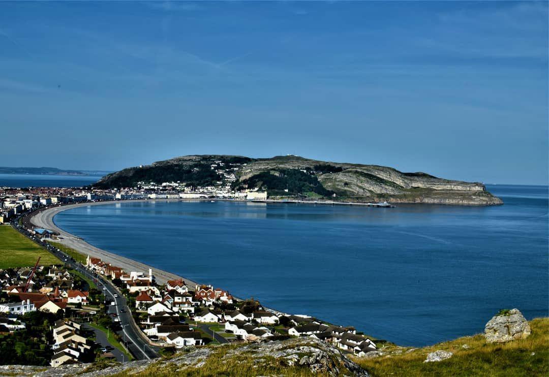 #Day260 - Proof that the sea can be blue in North Wales . . . . . #Project365 #ocean #water #sand #seaside #海 #waves #boat #море #wave #coast #summertime #bluesky #seascape #llandudno #greatorme #Wales #cymru #gogleddcymru #visitwales #CroesoCymru #ExploreWales #Photography #picoftheday #PicsByCarl #northwales