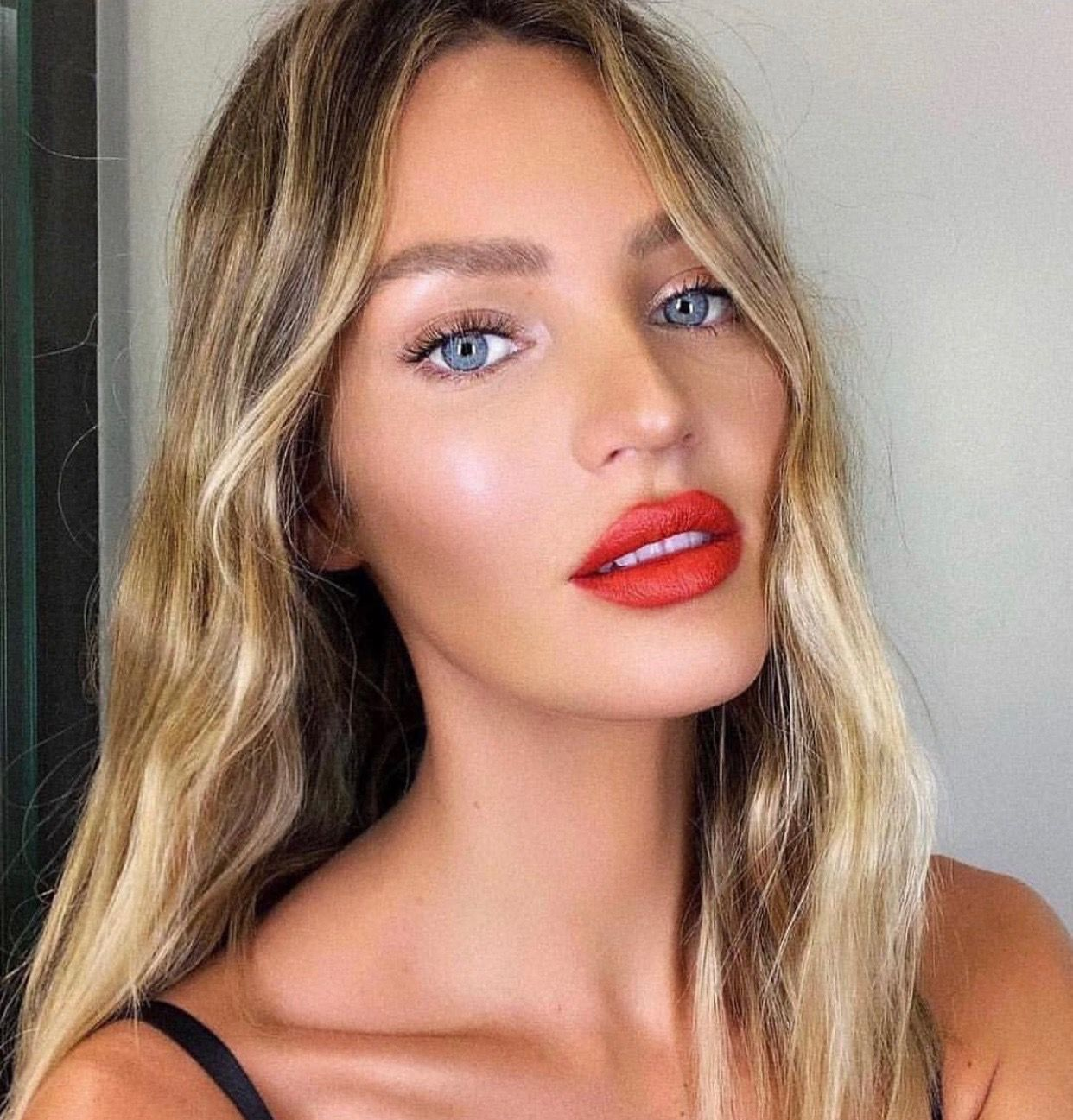 Victoria Secret Models - The Gorgeous Nude Lip And Nail