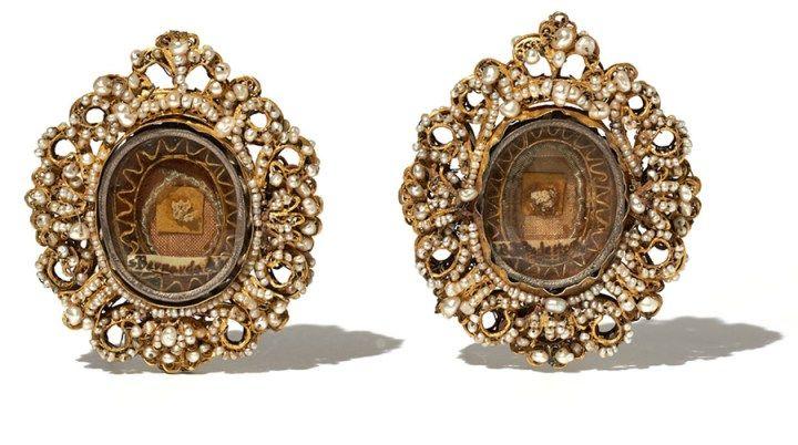 c3dd854950a9 A pair of seventeenth century reliquary pendants
