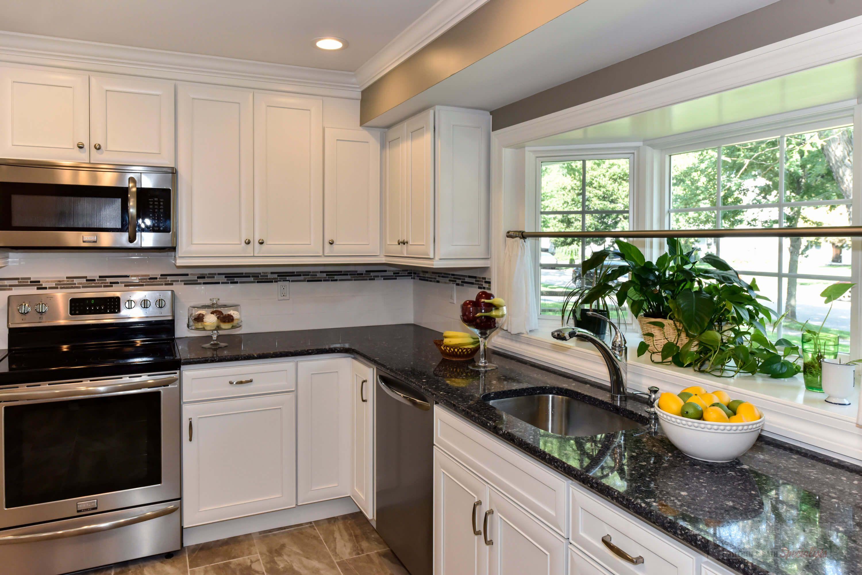 Pin By Consumers Kitchens Baths On Hicksville Integral Kitchen Design Updated Kitchen Kitchen