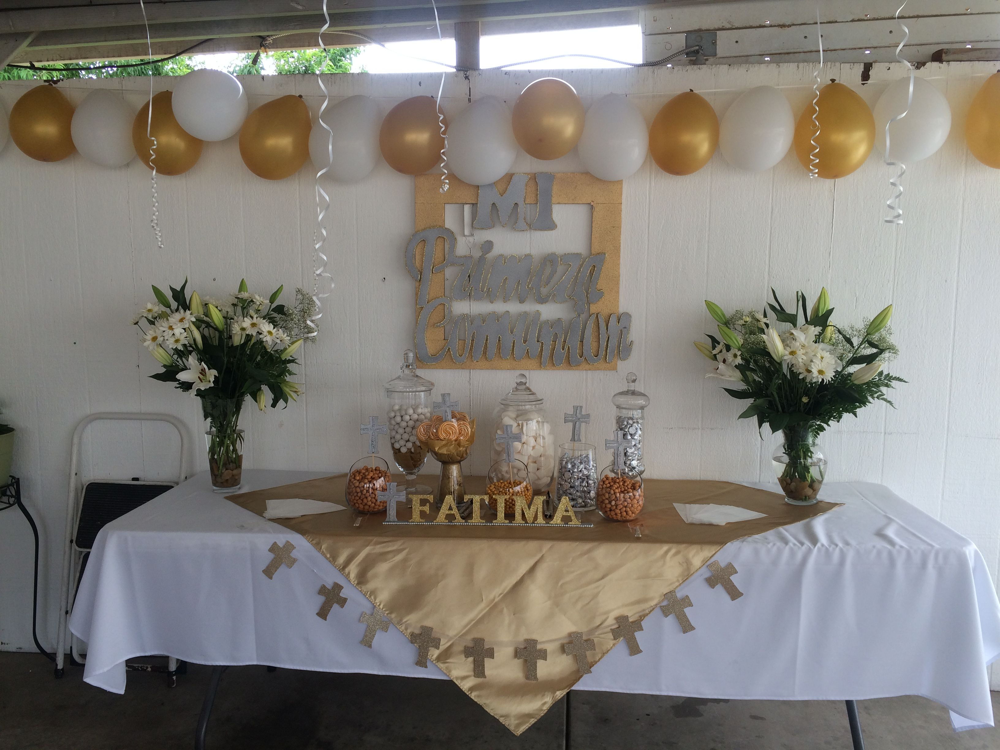 First munion table decorations gold & white
