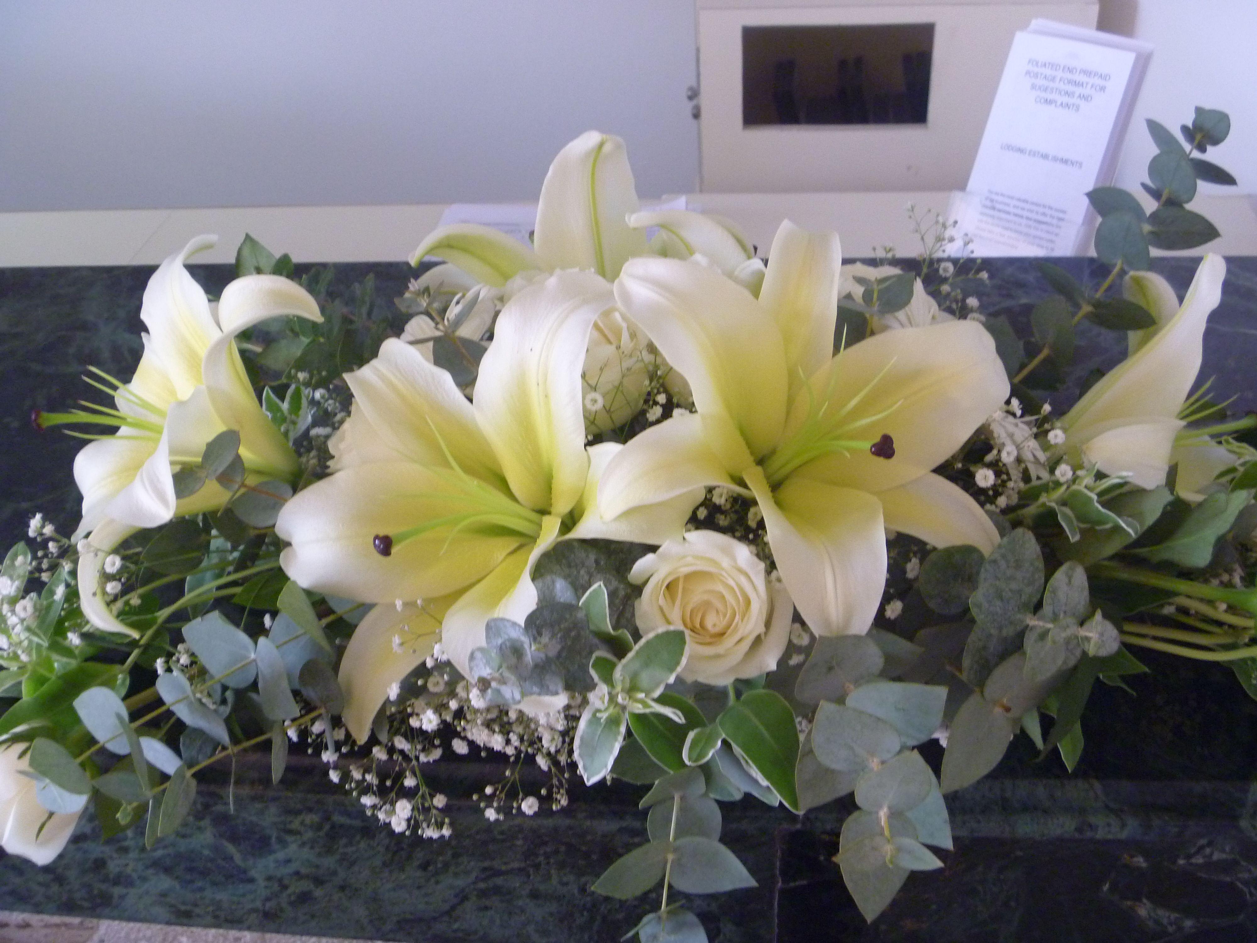 Flores de concador con rosas centros de mesa pinterest - Mesa tower crystal ...