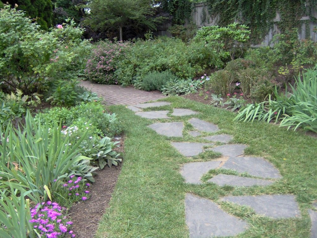 Garden path house stuff pinterest brick walkway for Landscaping ideas stone path