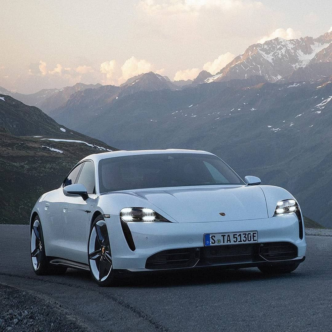 Do you like the Porsche Taycan 2020? 👇 Comes in two