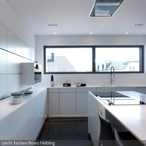 Modern · Diese Minimalistische Küche In Weiß Ist Ein Traum Für Alle  Puristen. Elegante Schränke Mit Vielen